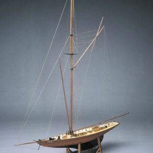 1561-9223-Britannia-America-Cup-Boat-Model