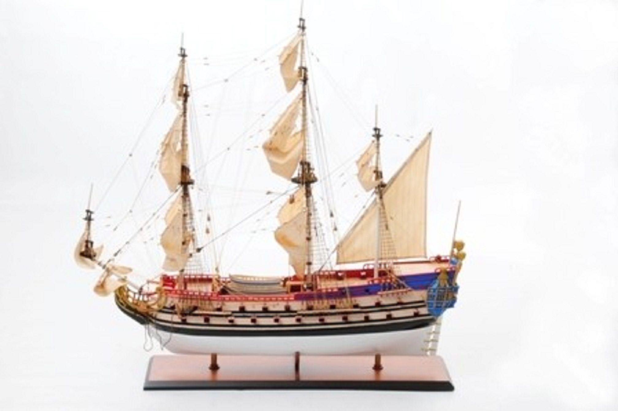 1253-7472-La-Licorne-Model-Ship-Premier-Range