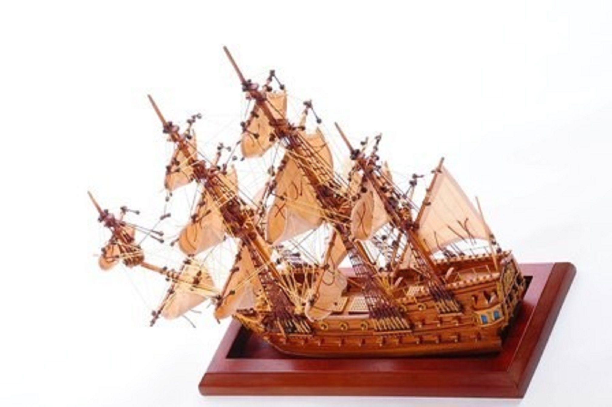 1254-7008-Bristol-Waterline-Model-Ship-Premier-Range