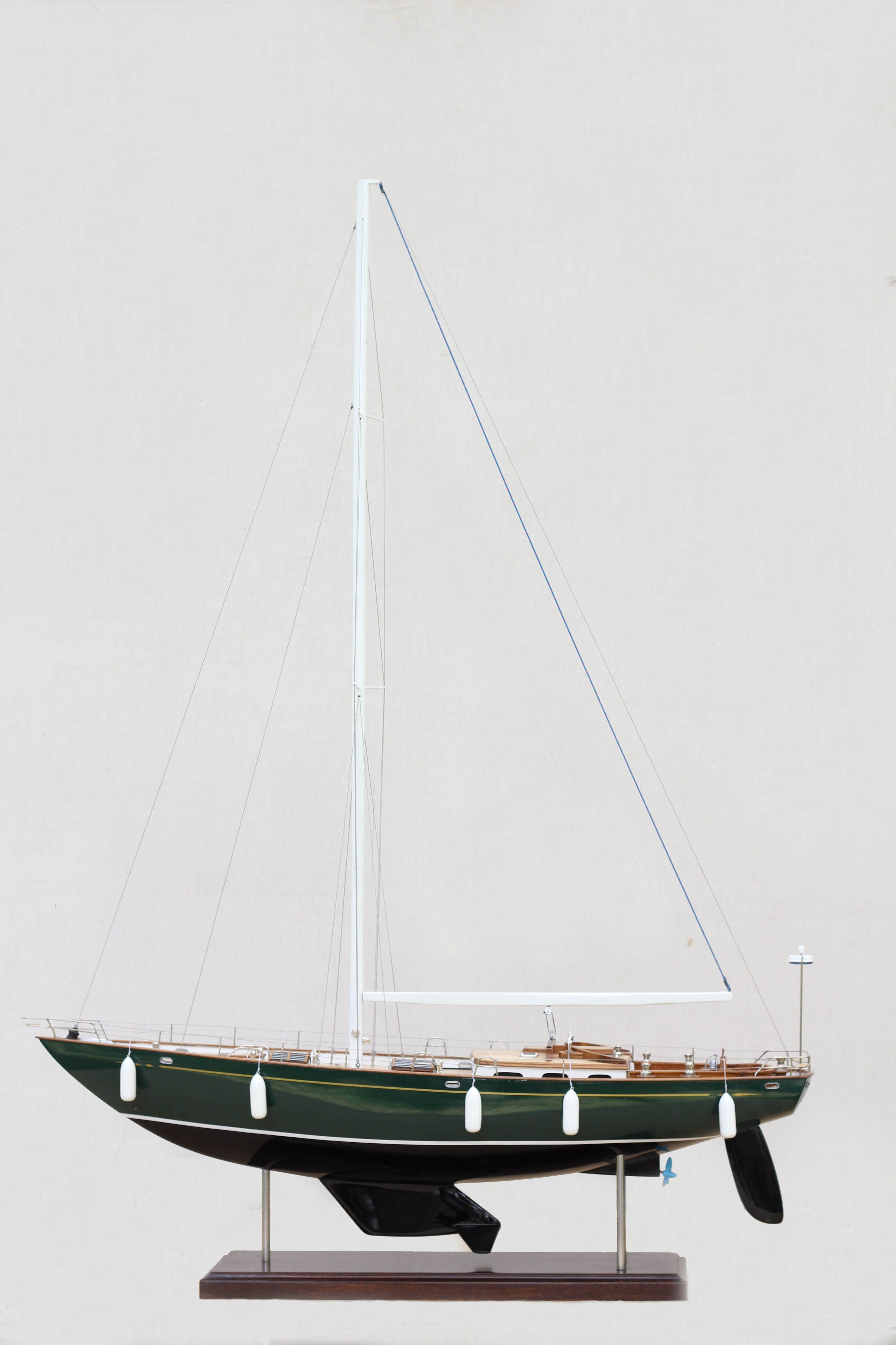 2532-14392-70ft-Hoeck-Design-Model-Sailing-Boat-Superior-Range
