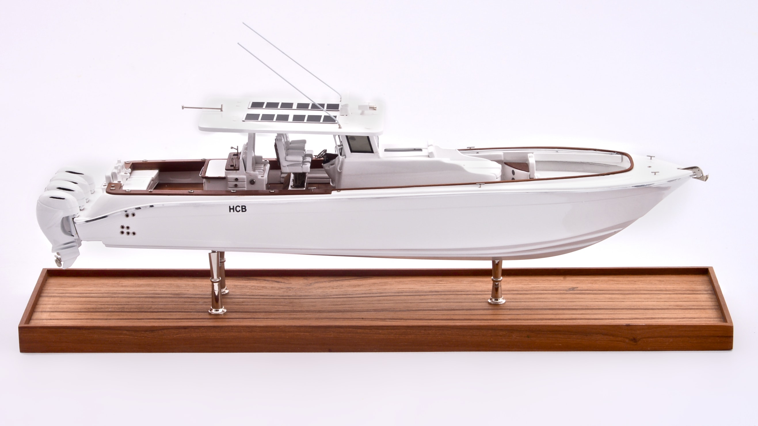 Suenos Model Yacht (White)