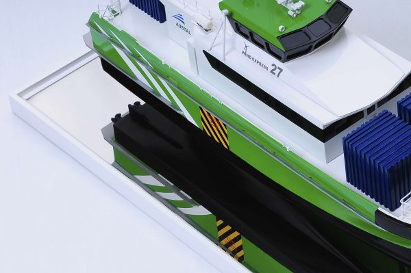 1440-4950-Wind-Express-27-Catamaran-Model
