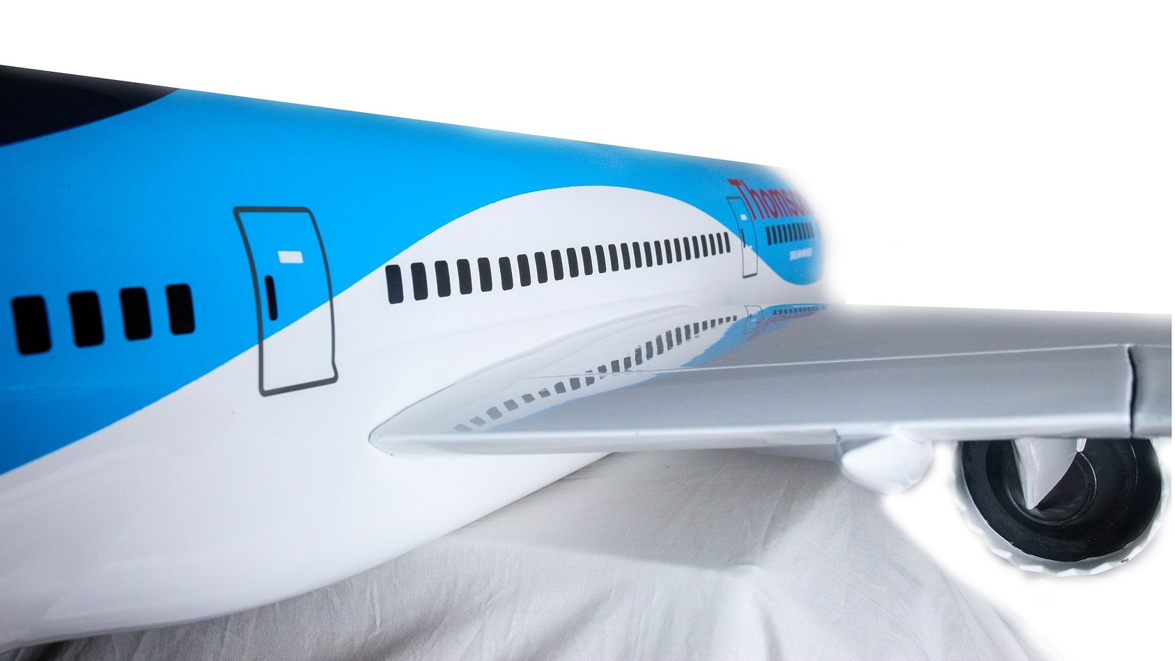 1525-9138-Boeing-787-800-Thomson-Airways-Model-Plane