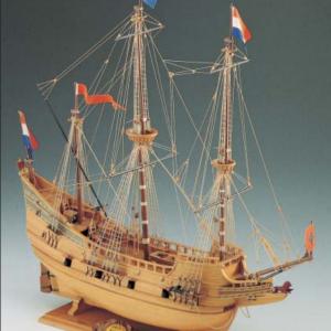 1540-9193-Half-Moon-Model-Boat-Kit