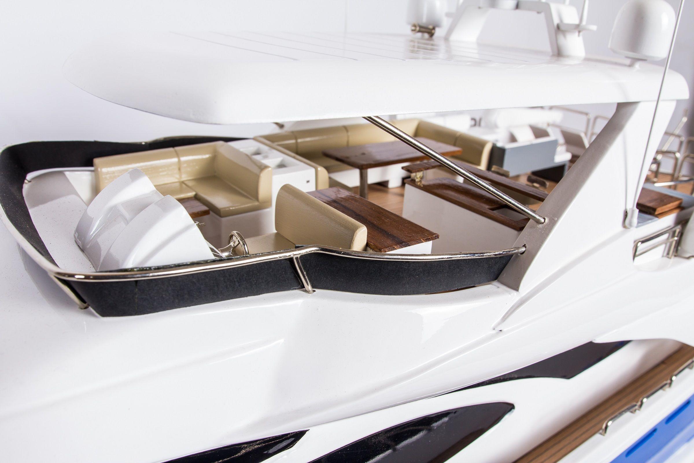 1665-9357-Azimut-95-Model-Yacht