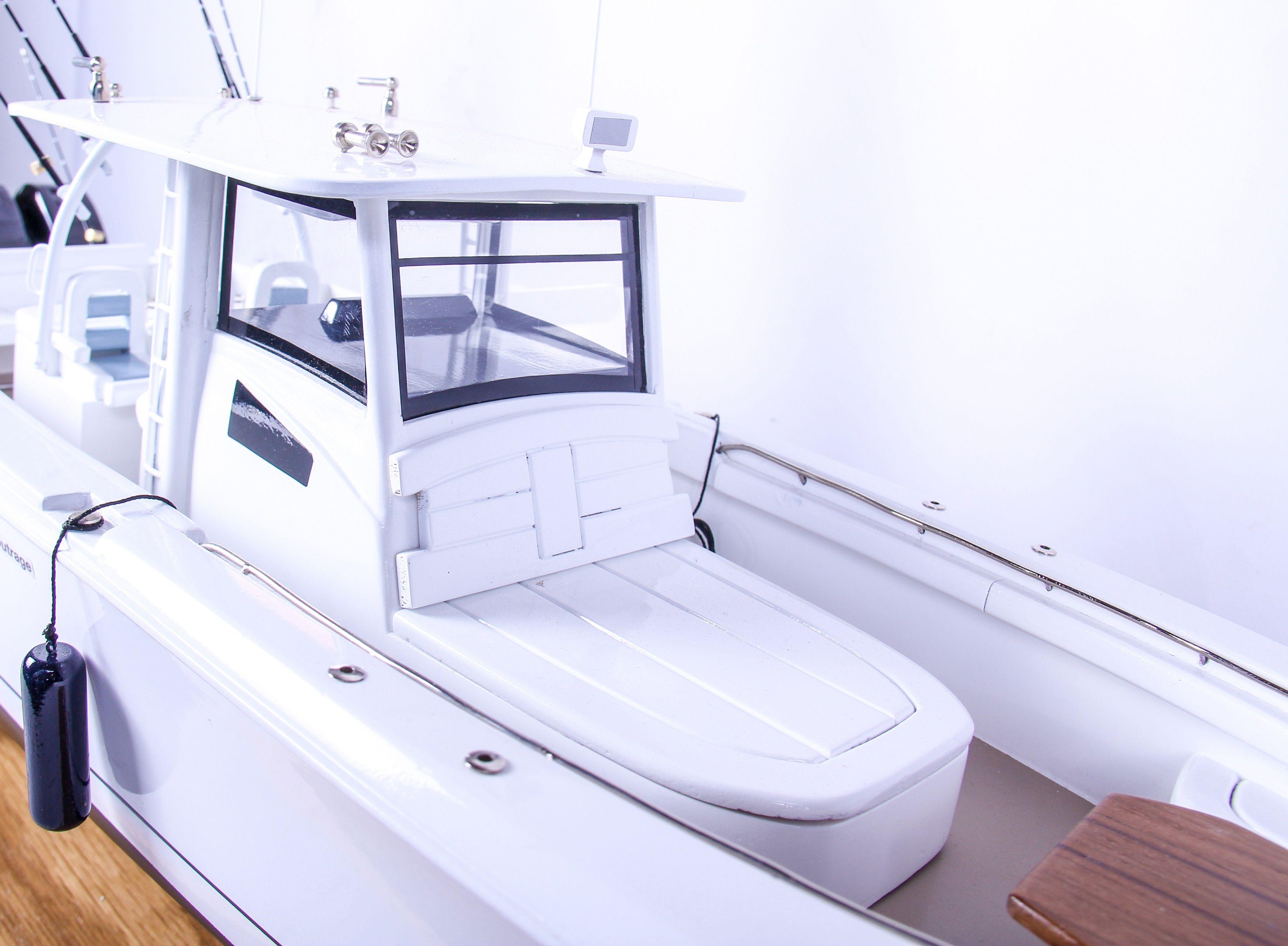 1686-9519-Boston-Whaler-Outrage-370-Model-Boat