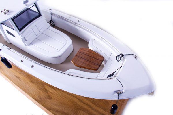 1686-9520-Boston-Whaler-Outrage-370-Model-Boat