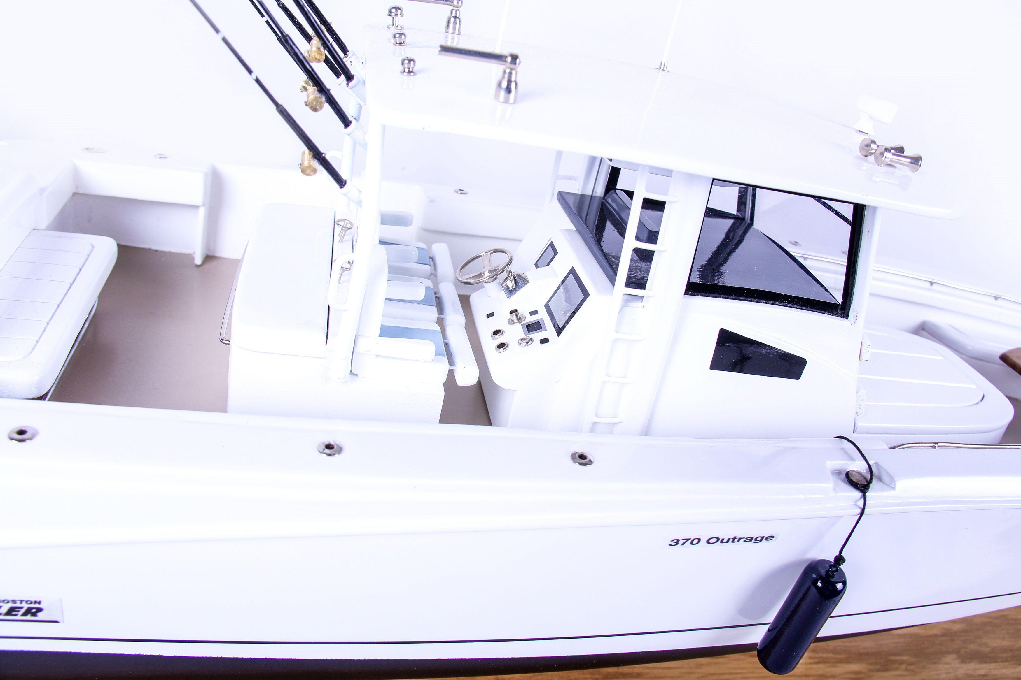1686-9522-Boston-Whaler-Outrage-370-Model-Boat