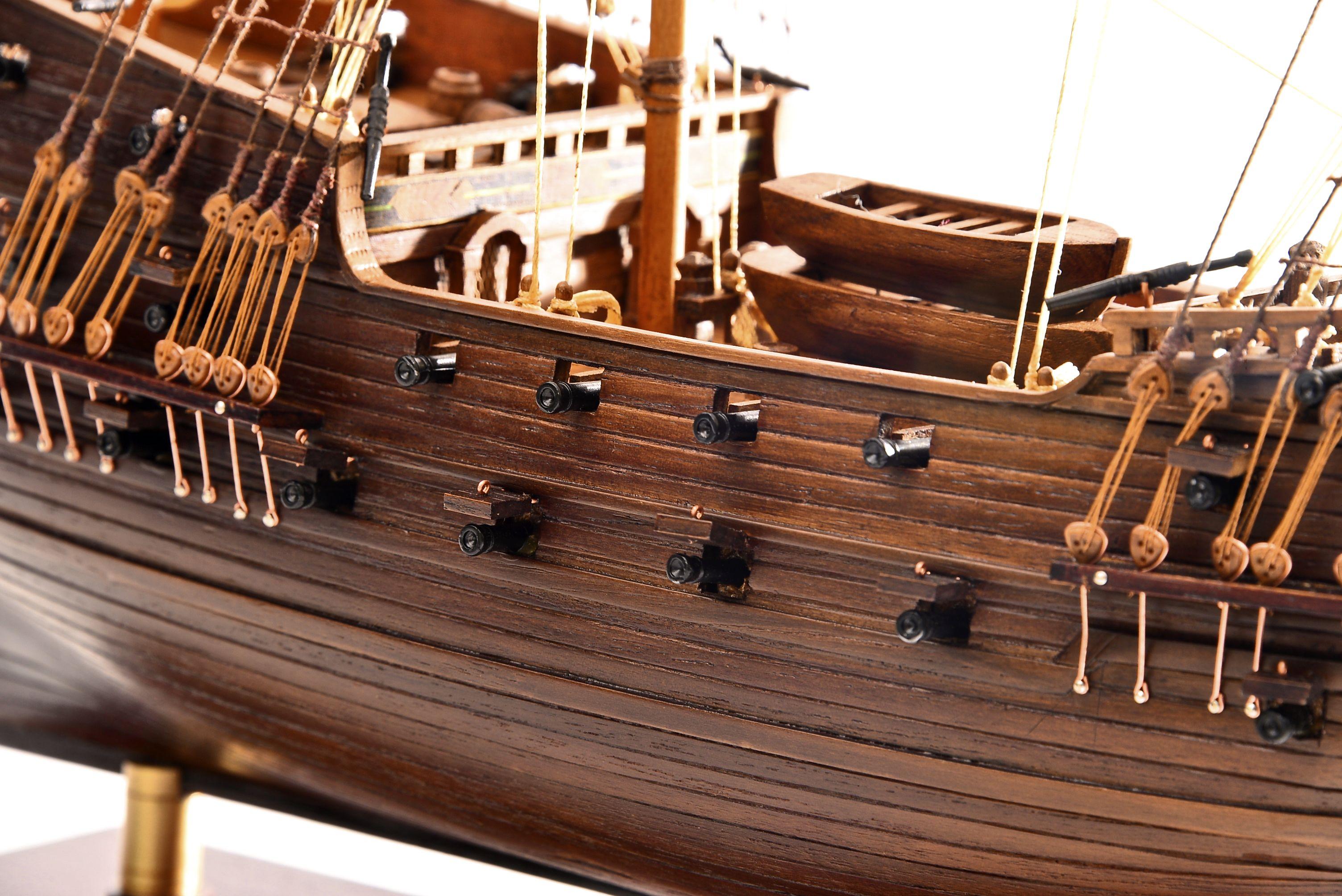 1803-10775-Hms-Revenge-Model-Ship