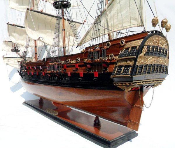 1996-12610-Wapen-von-Hamburg-III-Model-ship