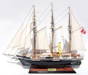 2044-12069-Endurance-Model-Boat