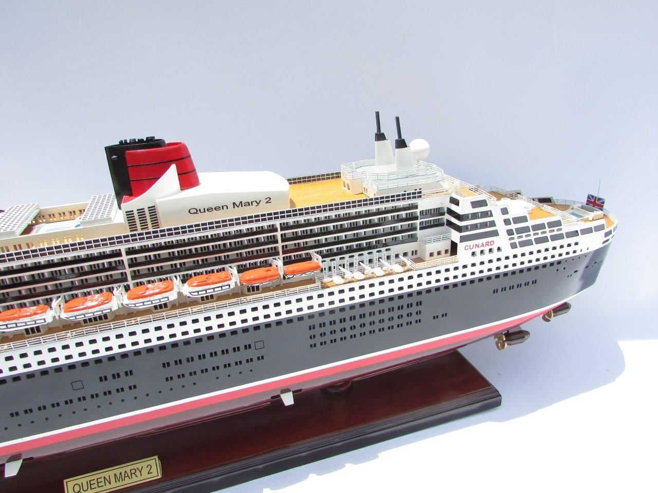 2090-12409-Queen-Mary-2-Wooden-Model-Ship