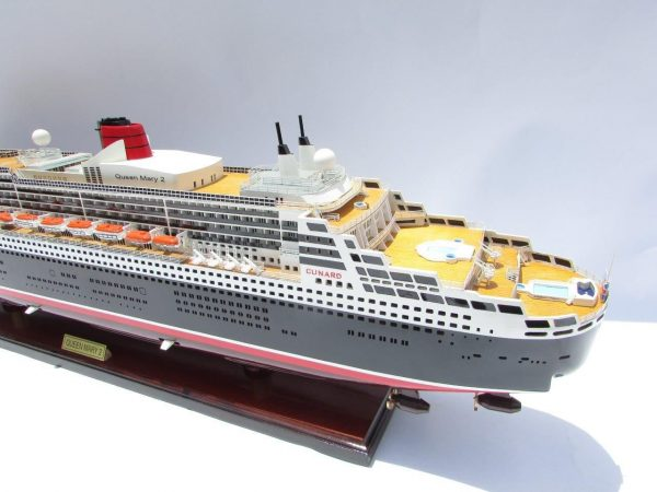 2090-12412-Queen-Mary-2-Wooden-Model-Ship