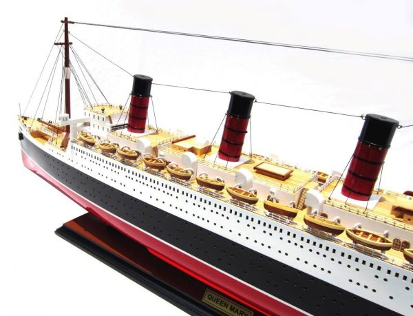 2091-12422-Queen-Mary-Model-Boat