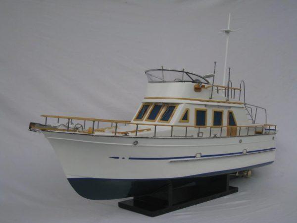 2092-12425-Reinee-Roo-Model-Ship