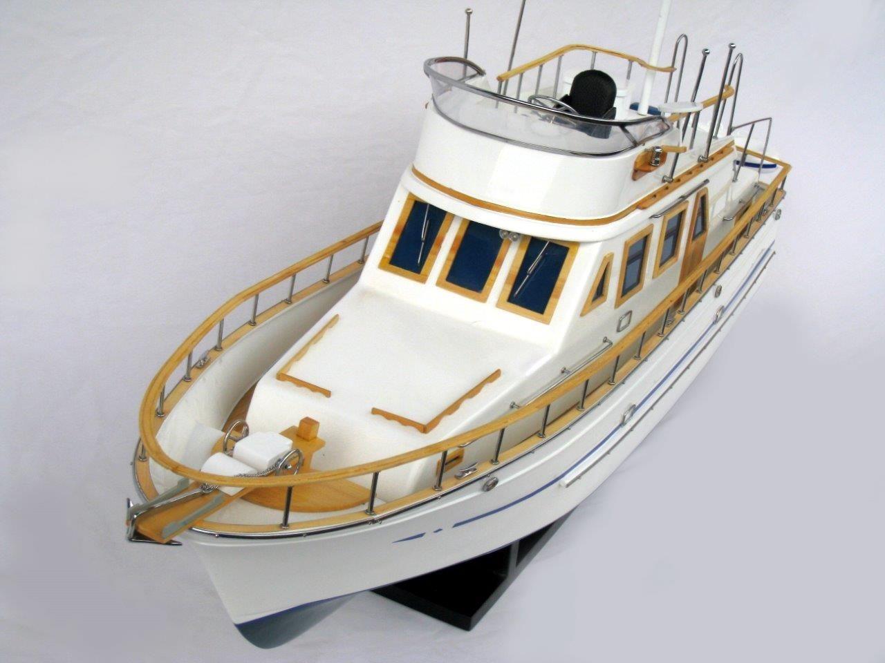 2092-12428-Reinee-Roo-Model-Ship