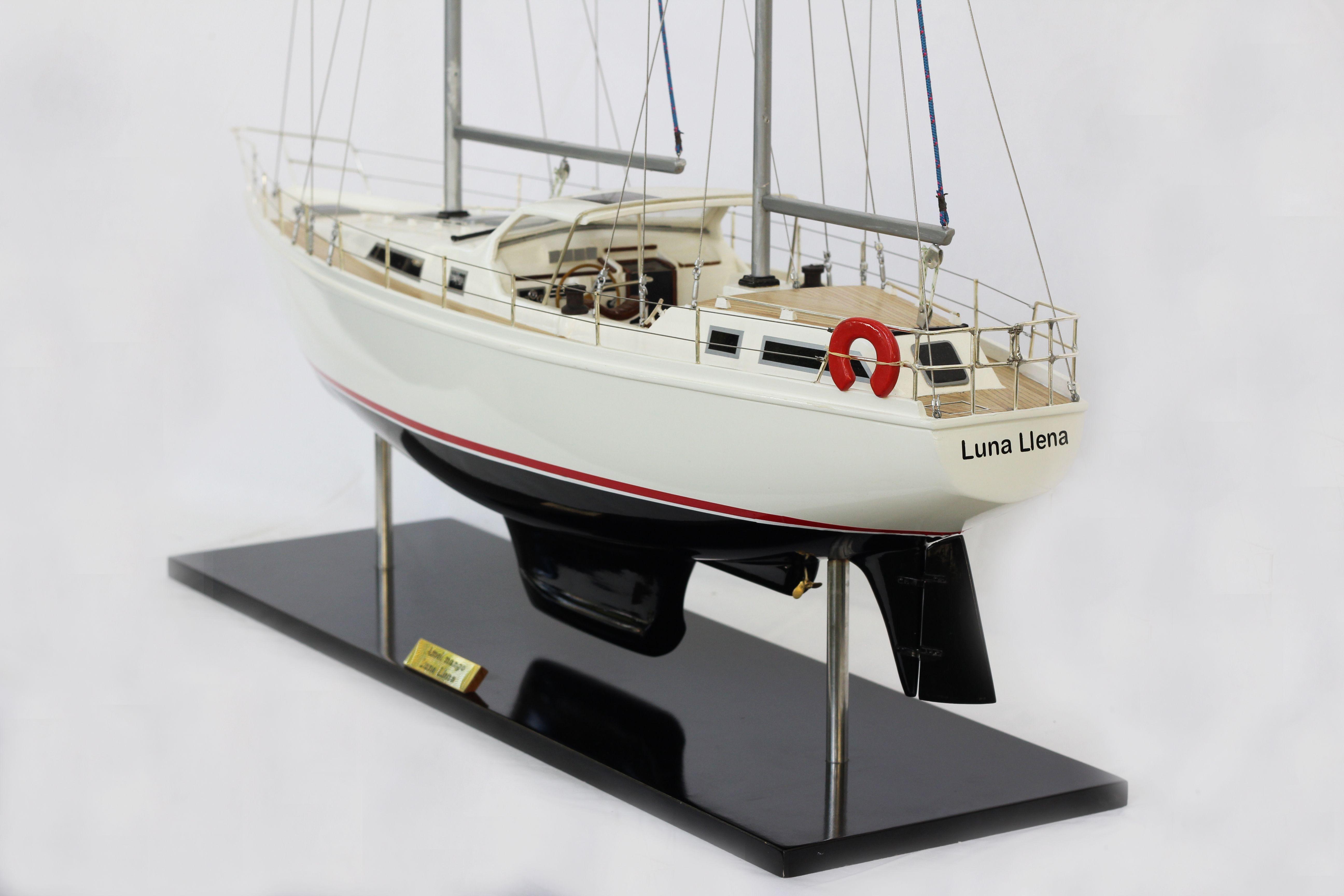 2529-14366-Amel-Model-Ship