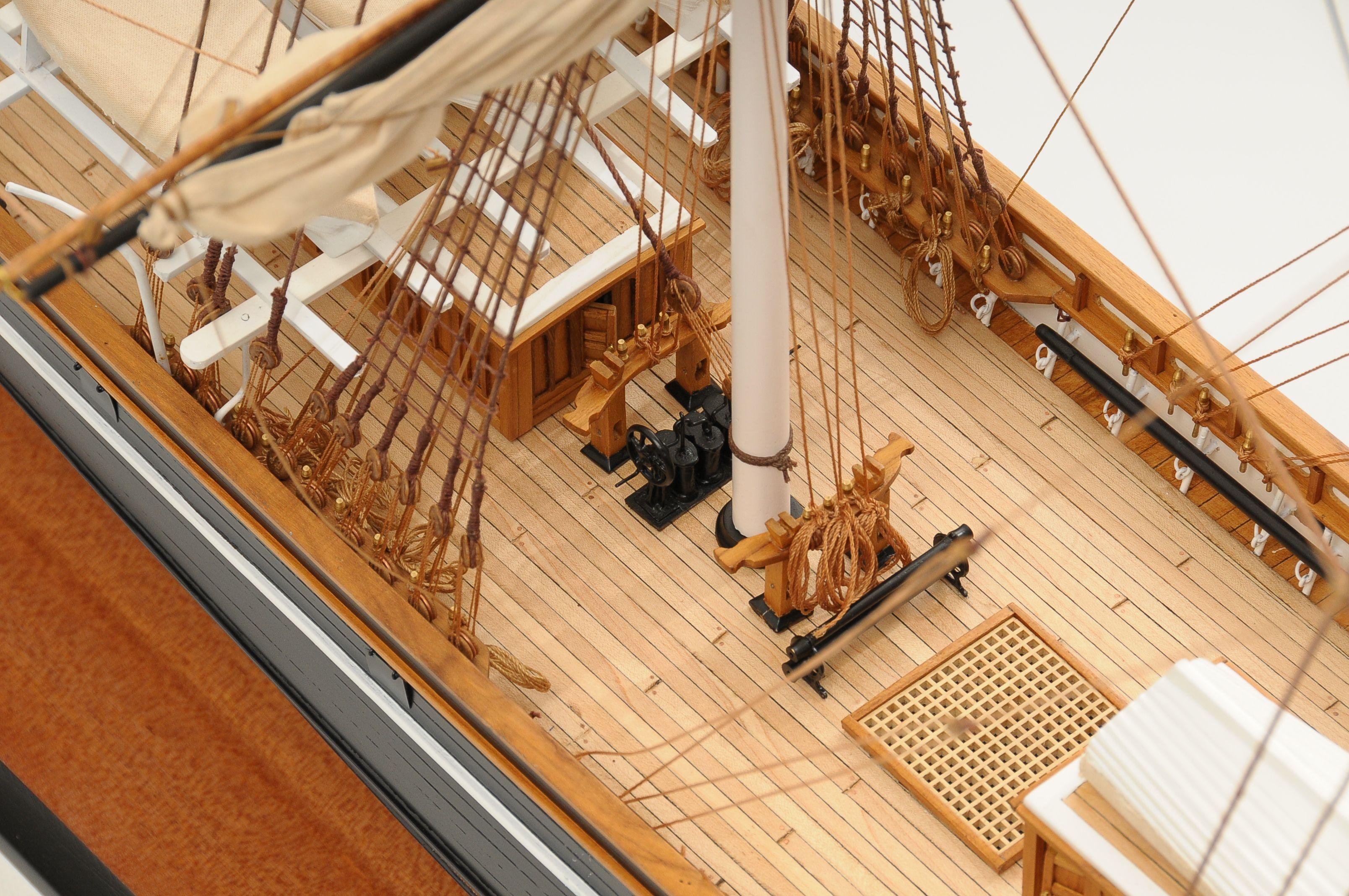 553-8669-Cutty-Sark-model-ship-Premier-Range