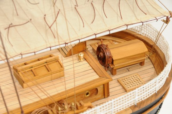 553-8674-Cutty-Sark-model-ship-Premier-Range