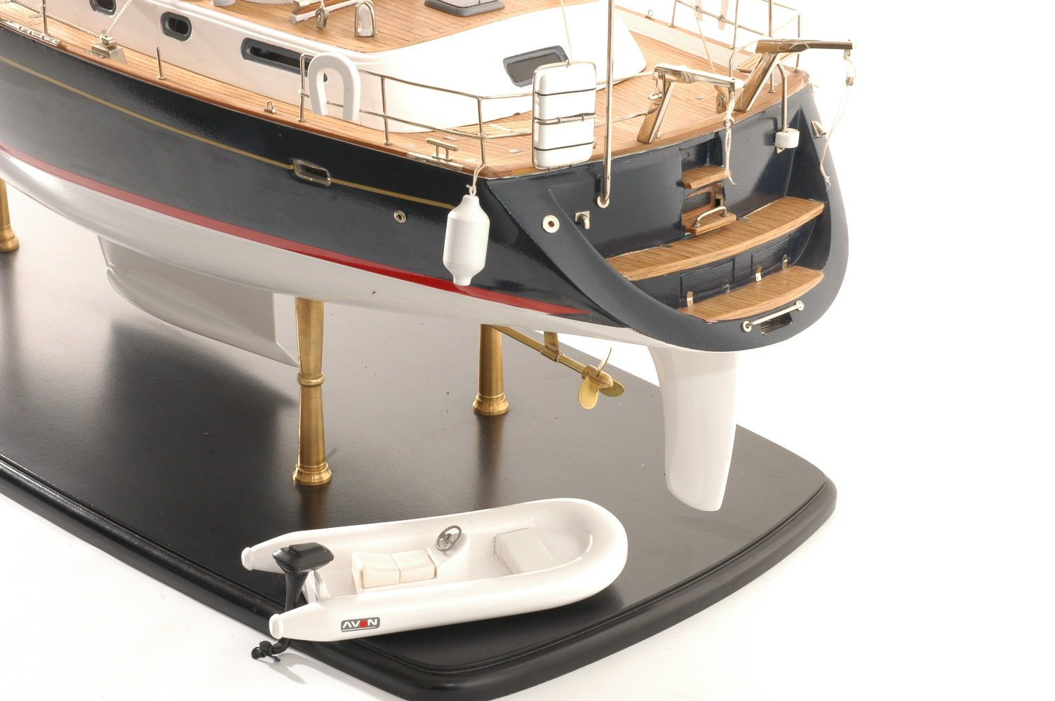 555-6283-Discovery-55-model-yacht
