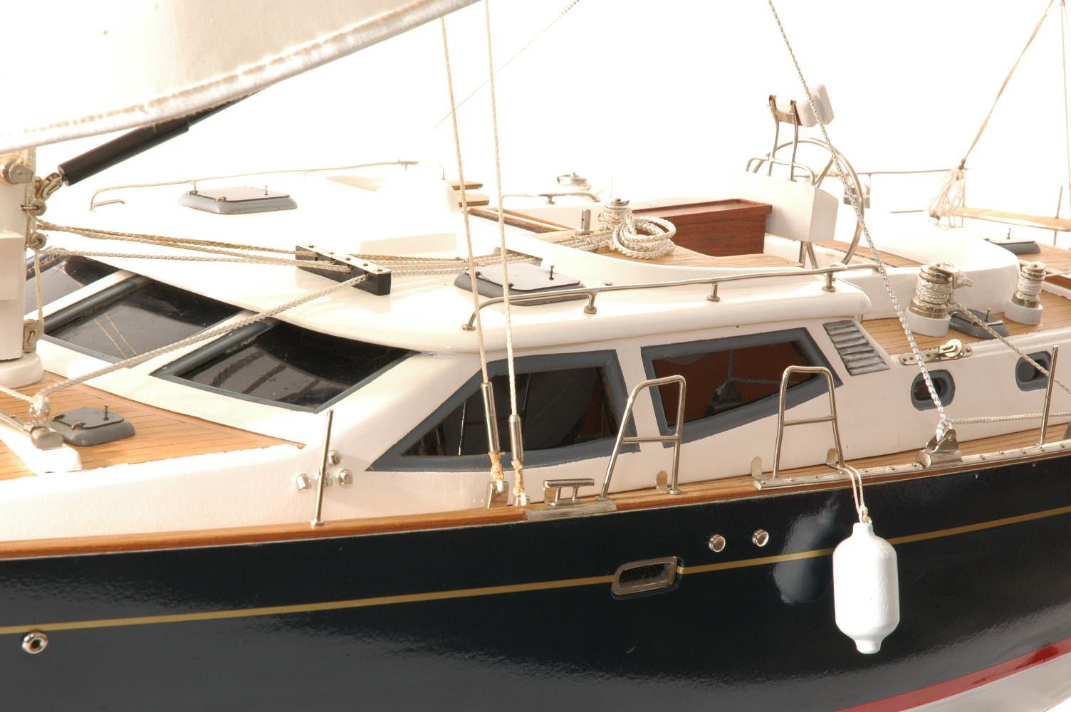 555-6287-Discovery-55-model-yacht
