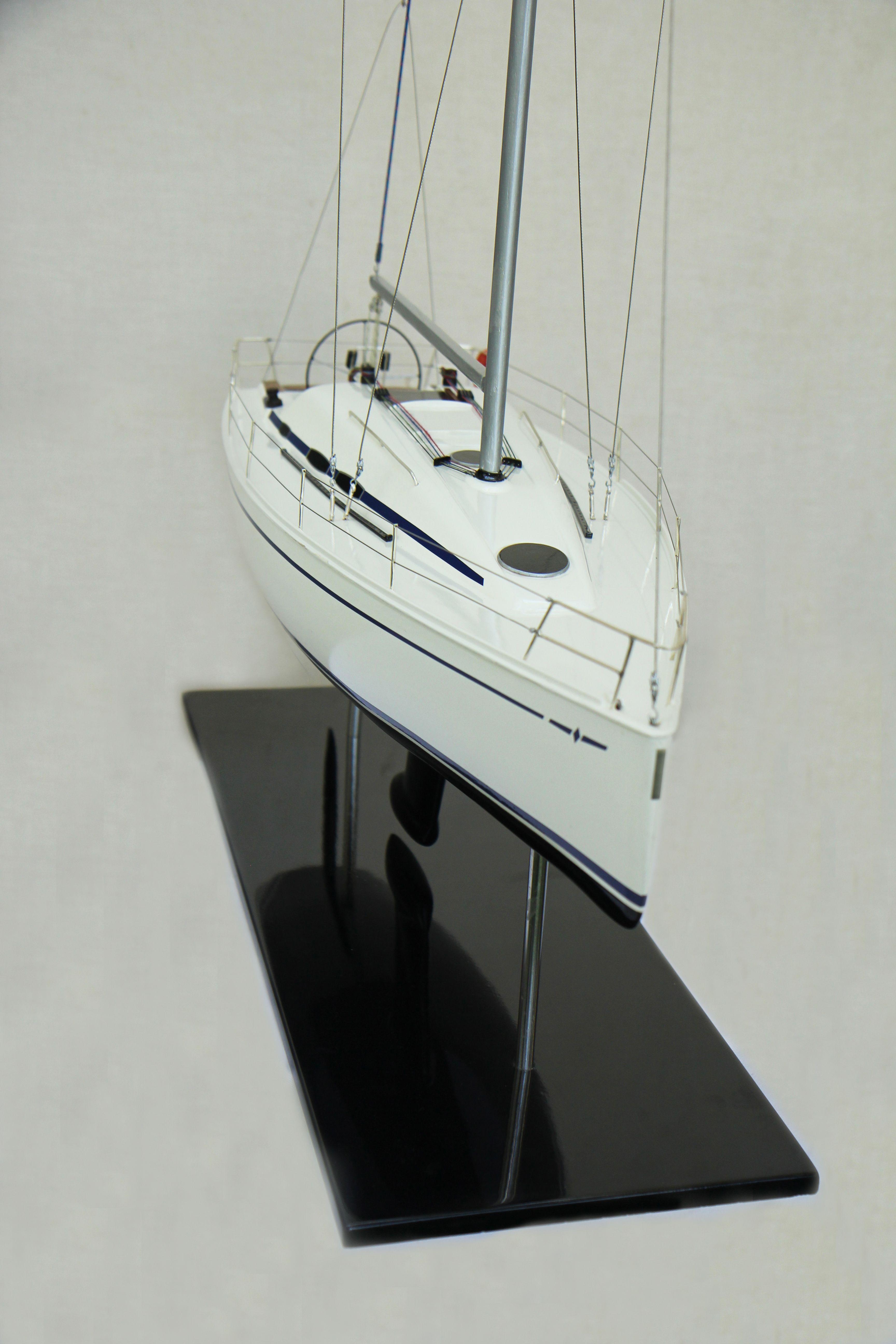 Bavaria 35 Model Yacht (Superior Range) - HM